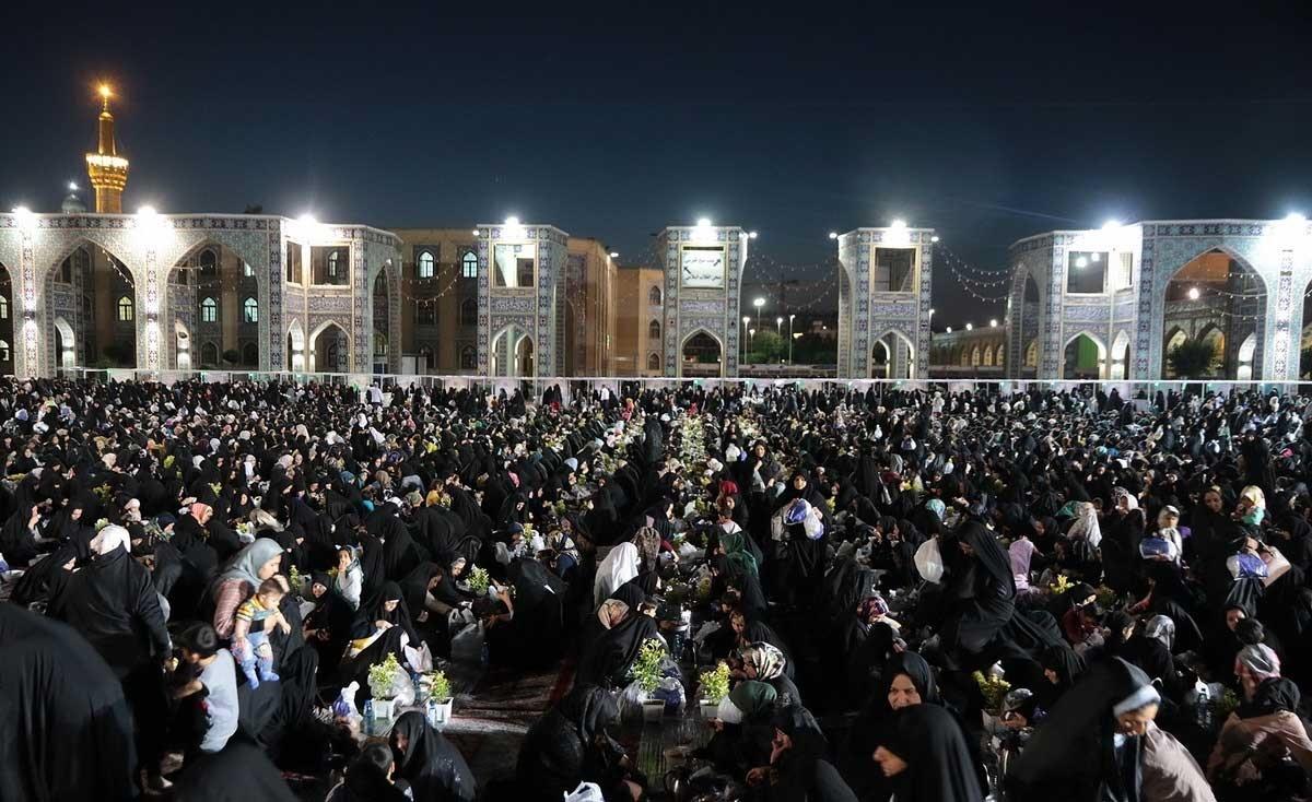 تصاویر : بزرگترین سفره افطاری جهان اسلام در مشهد