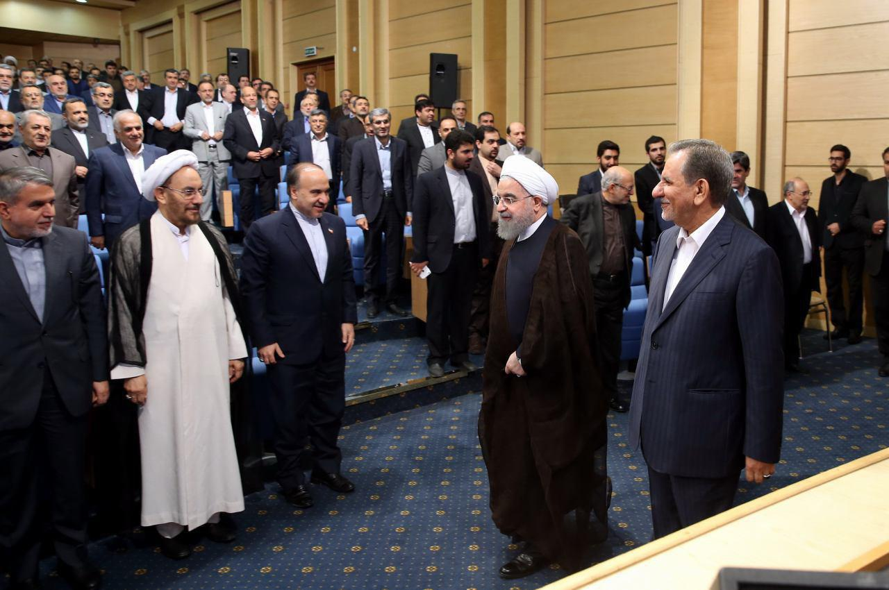 عکس/ روحانی در ضیافت افطار با وزرا ، معاونان ، استانداران و روسای سازمانها