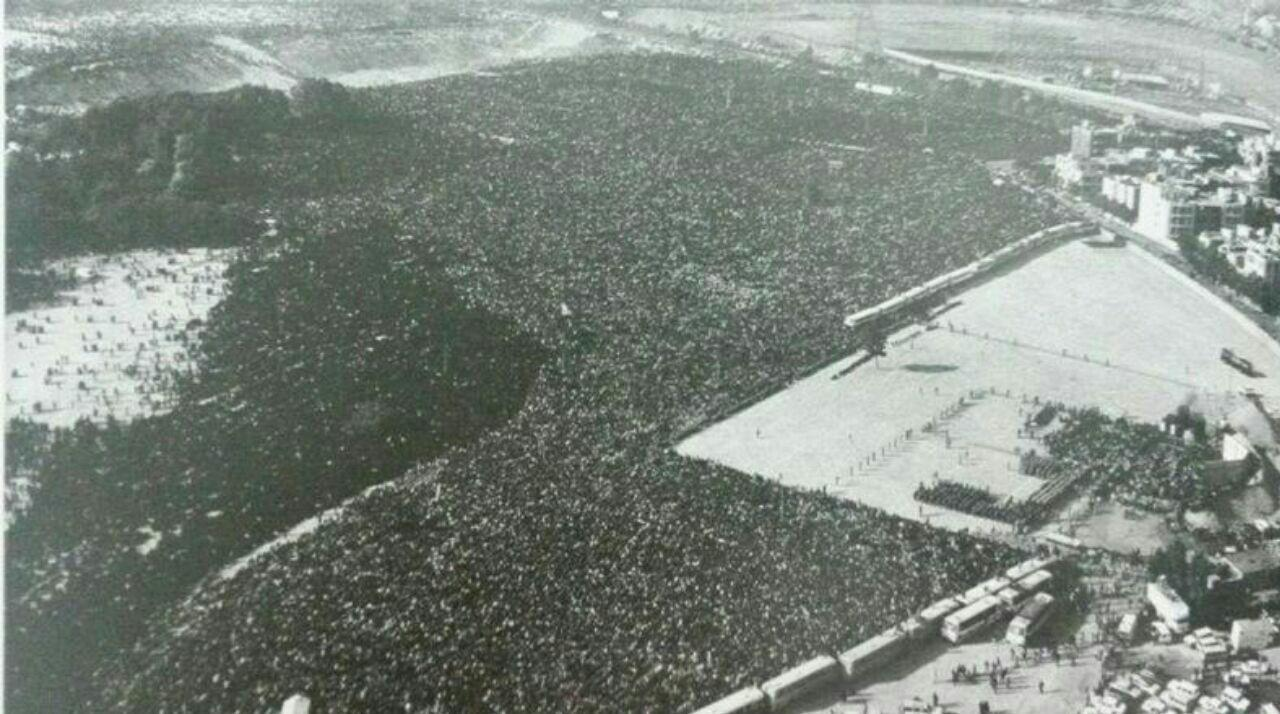 تصویری از مراسم تشییع حضرت امام خمینی (ره) که در دنیا رکورد زد