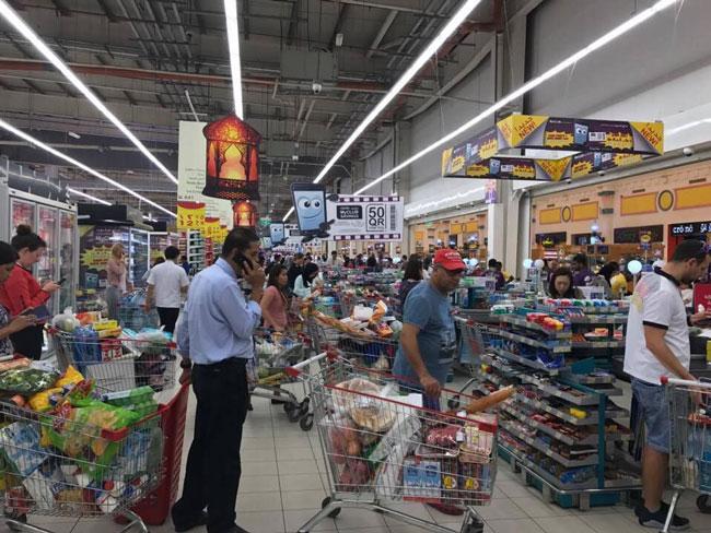 هجوم مردم قطر به فروشگاه ها