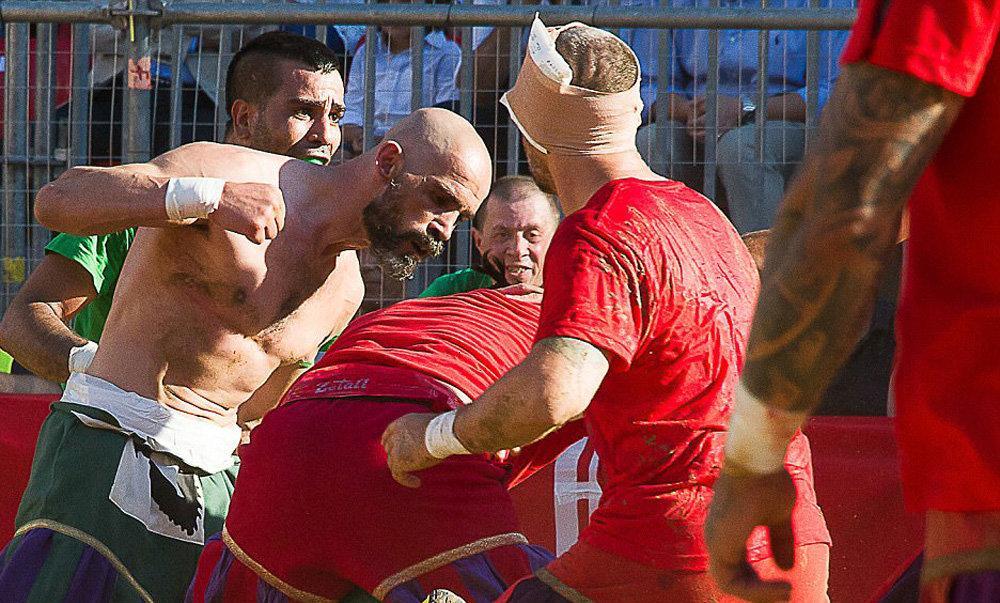 تصاویر : فوتبال خونین در فلورانس ایتالیا
