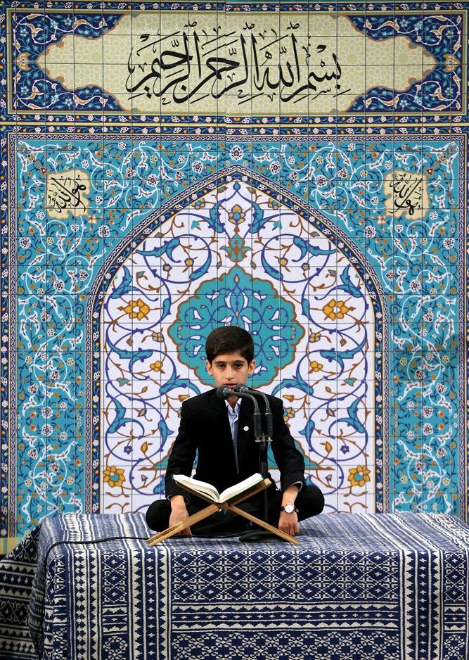 تصاویر : محفل انس با قرآن کریم در حسینیه امام خمینی(ره)با حضور رهبر معظم انقلاب