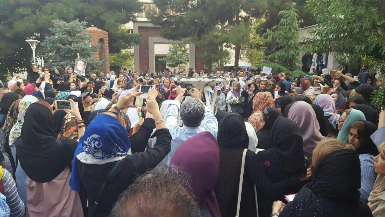 عکس / مراسم بزرگداشت مریم میرزاخانی در  در خانه ریاضیات تهران