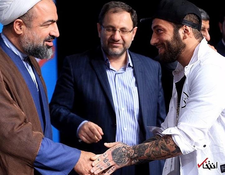 <a class='no-color' href='http://newsfa.ir/'>عباس عبدی</a>: اصولگرایی را می توان به پیش و پس از این عکس طبقه بندی کرد / برای دود کردن این جماعت، کوشش برای کسب چند رای ناقابل و البته حلال کافی است