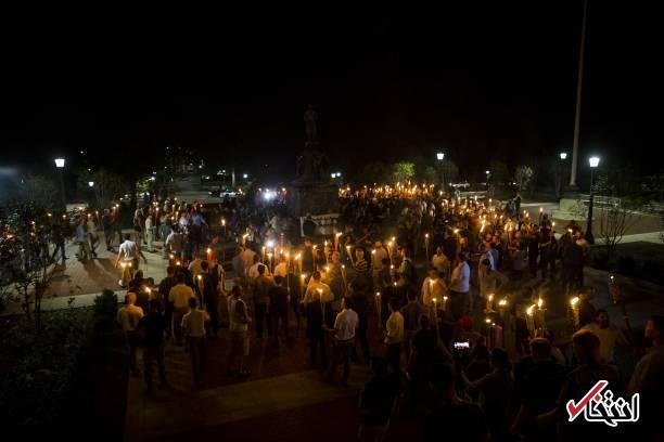 تصاویر : راهپیمایی شبانه حامیان برتری نژاد سفید در آمریکا