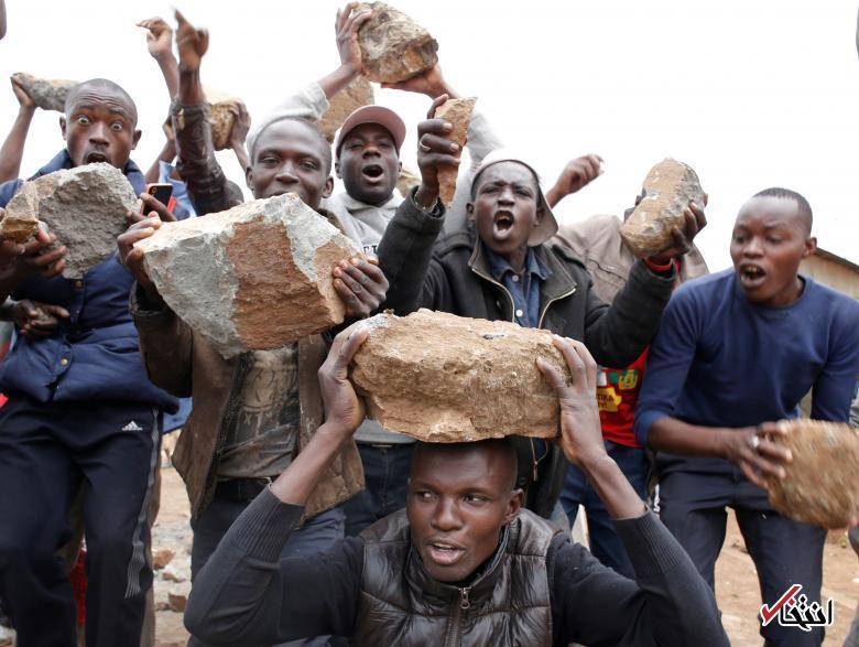 تصاویر : سلاحهای معترضان به نتایج انتخابات در حلبیآباد کنیا