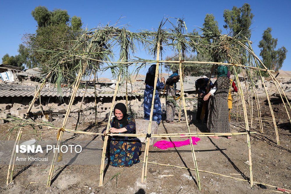 عکس/ وقتی مردم زلزلهزده از کمک مسئولان ناامید میشوند...