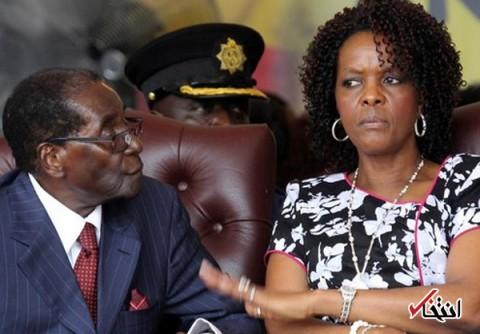 دویچهوله: همسر فعلی موگابه قبل از ازدواج منشی او بود / آنها در همان زمان بچهدار شدند / همسرش در ۲۰۱۴ ناگهان به سیاست علاقه مند شد و دکترا گرفت!