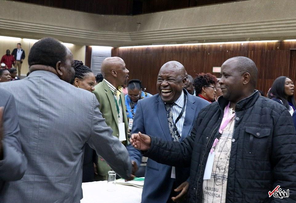 تصاویر : لحظه اعلام برکناری رابرت موگابه