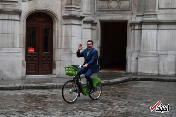 عکس/ دوچرخه سواری آرنولد در پاریس