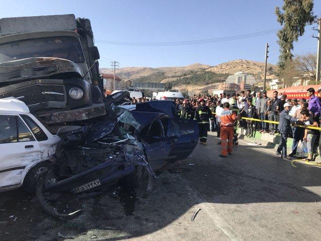 ۱۵ کشته و مصدوم در تصادف ۵ خودرو در اتوبان کرج - قزوین