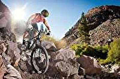 ویدئو / دوچرخه سواری در مسیر خطرناک کوهستانی