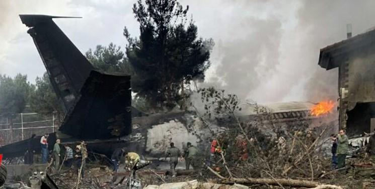 سقوط هواپیمای بوئینگ ۷۰۷ باری در کرج / مبدا پرواز بیشکک قرقیزستان بود / هواپیما به جای فرودگاه پیام به اشتباه در فرودگاه فتح نشست / هواپیما به شهرک مسکونی کنار فرودگاه برخورد کرد / از ۱۶ سرنشین تا این لحظه تنها مهندس پرواز نجات یافته است / هواپیمای سقوط کرده متعلق به ارتش است