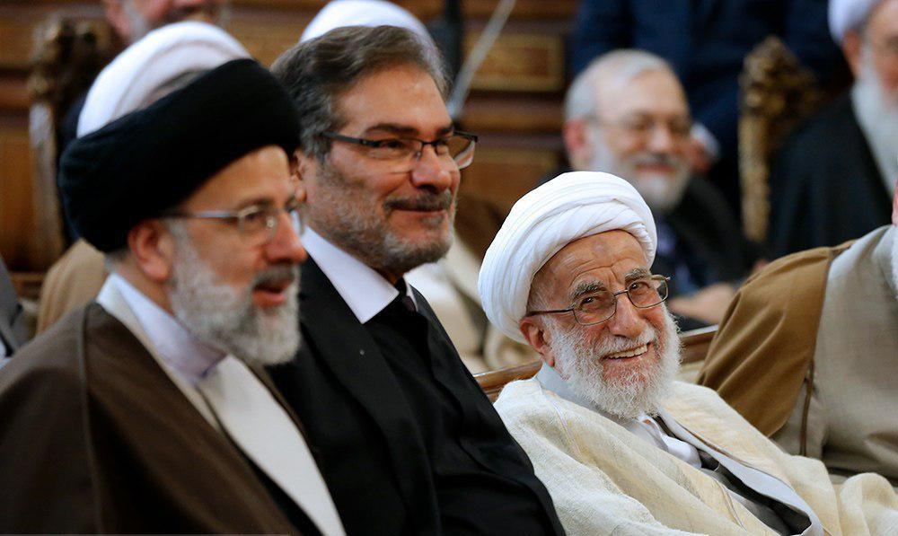 تصویری از خنده آیت الله جنتی در مراسم تودیع و معارفه رئیس جدید قوه قضائیه