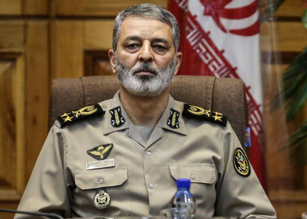 فرمانده کل ارتش دریافت نشان ذوالفقار را به سلیمانی تبریک گفت