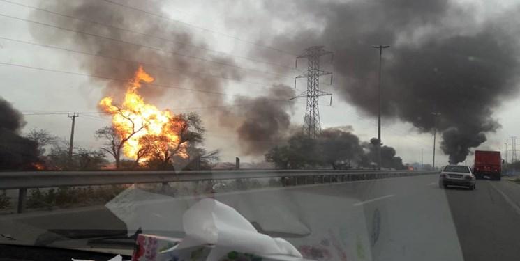 آتشسوزی در خط لوله گاز در آزادراه اهواز به ماهشهر / آتشنشانی: ۲ نفر جان باختند / از تعداد مصدومان آماری در دست نیست / احتمال افزایش قربانیان وجود دارد