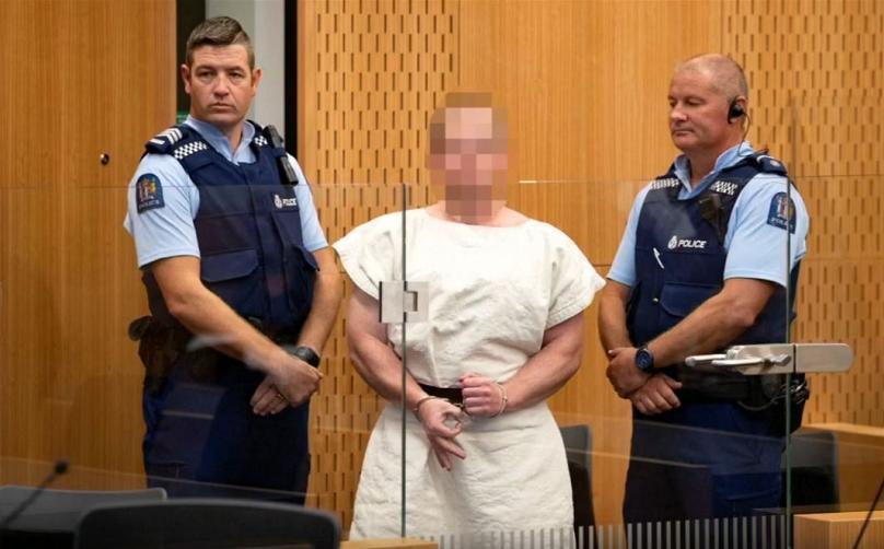 حضور مظنون حملات تروریستی نیوزیلند در دادگاه؛ او به زبان اشاره چه گفت؟