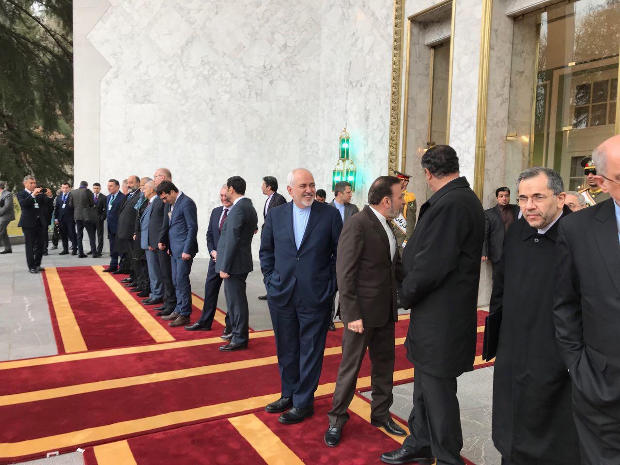 ظریف به وزارت خارجه بازگشت / حضور در مراسم رسمی استقبال از نخست وزیر ارمنستان