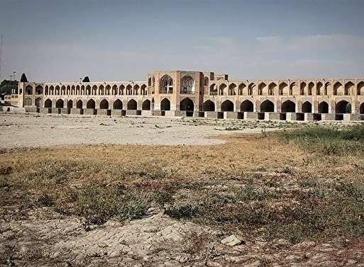 بحران آب در استان اصفهان بسیار وخیم است/ برخی کشاورزان براثر بی آبی به نان شب محتاج شدند / فکری نشود، در چندماه آینده قریب به 5 میلیون نفر از آب آشامیدنی در اصفهان محروم خواهند شد