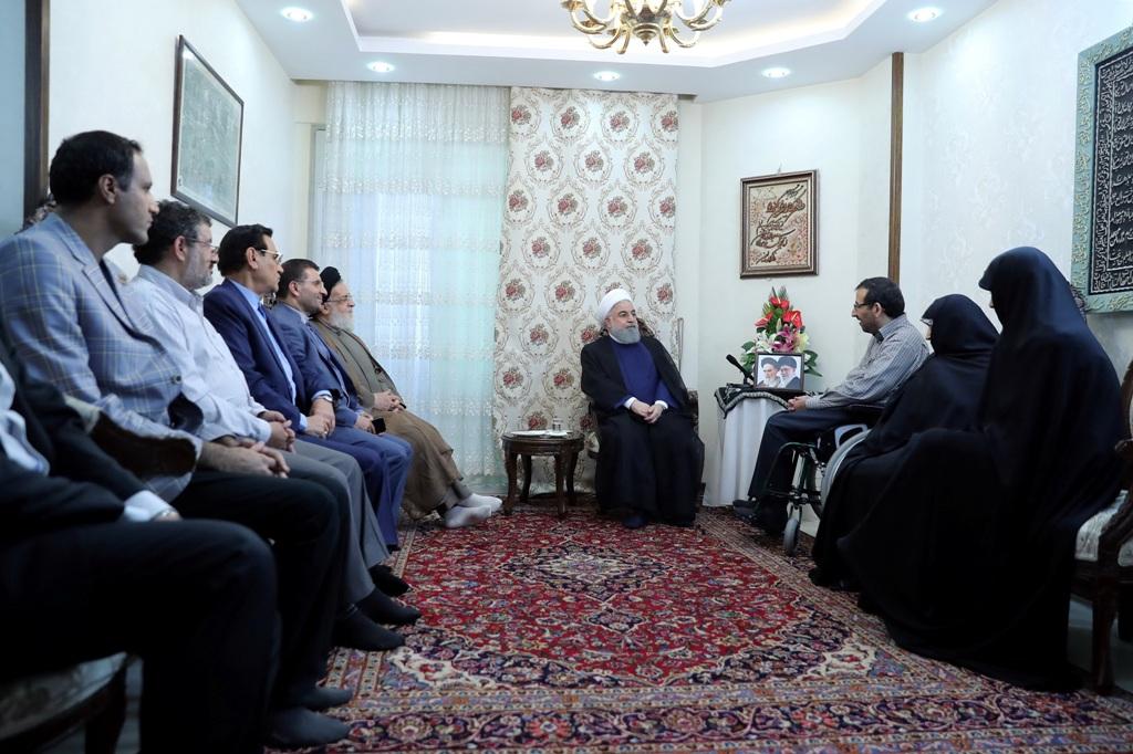 روحانی :روحیه بالای خانواده جانبازان نشاندهنده مسیر مستقیم است