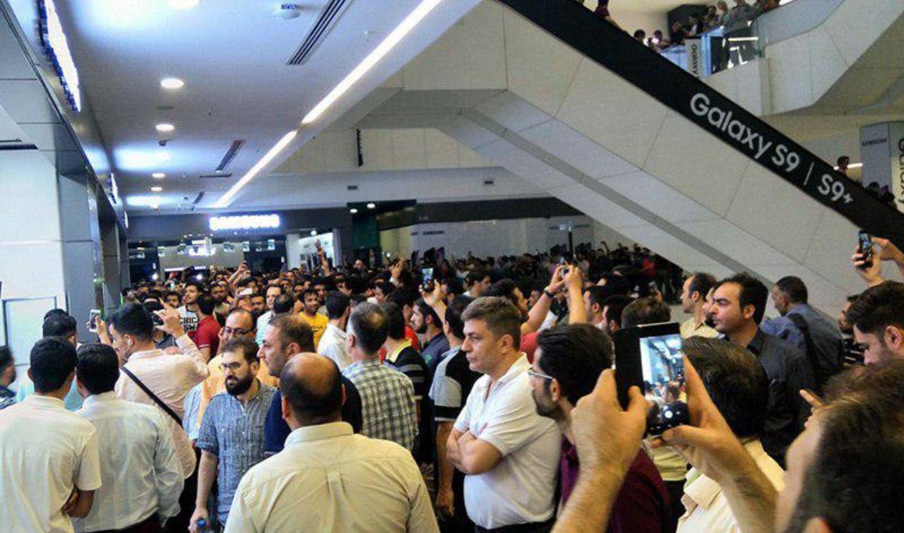 تجمع کسبه علاء الدین و چارسو در اعتراض به وضعیت قیمت ارز +تصاویر