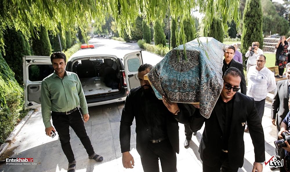 تصاویر : تشییع پیکر آقای بازیگر؛ عزت الله انتظامی