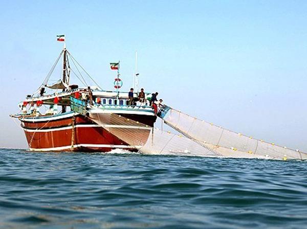 ۱۶۰ مورد تخلف توسط کشتیهای چینی انجام شده / صیادها میگویند این کشتی ها، سیستمها را قطع و همه گونه ماهی را صید میکنند / واضح نیست آنها ماهیهای صید شده را کجا تخلیه میکنند