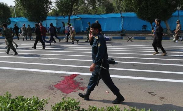 تصاویر: حمله تروریستی به رژه نیروهای مسلح در اهواز