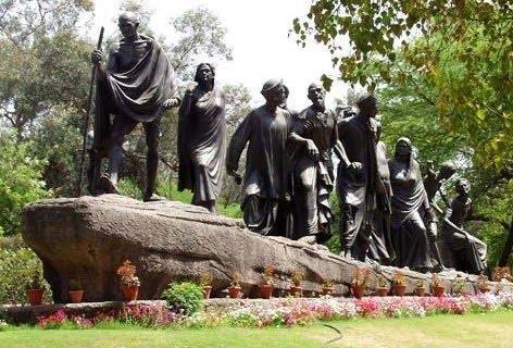 ماجرای عینک دزدی از مجسمه «گاندی»