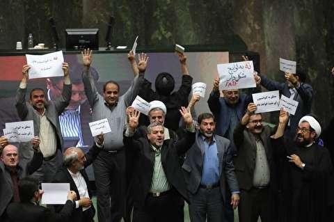 جمهوری اسلامی: به کسانی که بر سر CFT دعوا میکنند توصیه میکنیم جدا از محافظانشان به میان مردم بروند