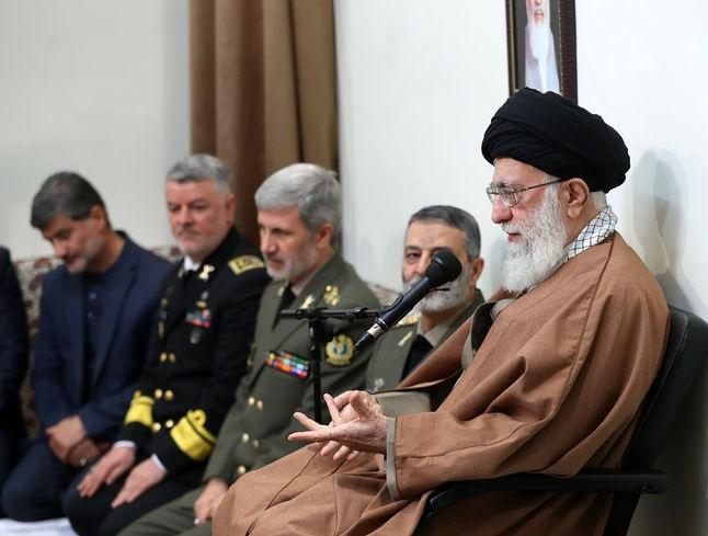 فرمانده معظم کل قوا: کاری کنید دشمنان حتی جرأت تهدید ملت ایران را نداشته باشند