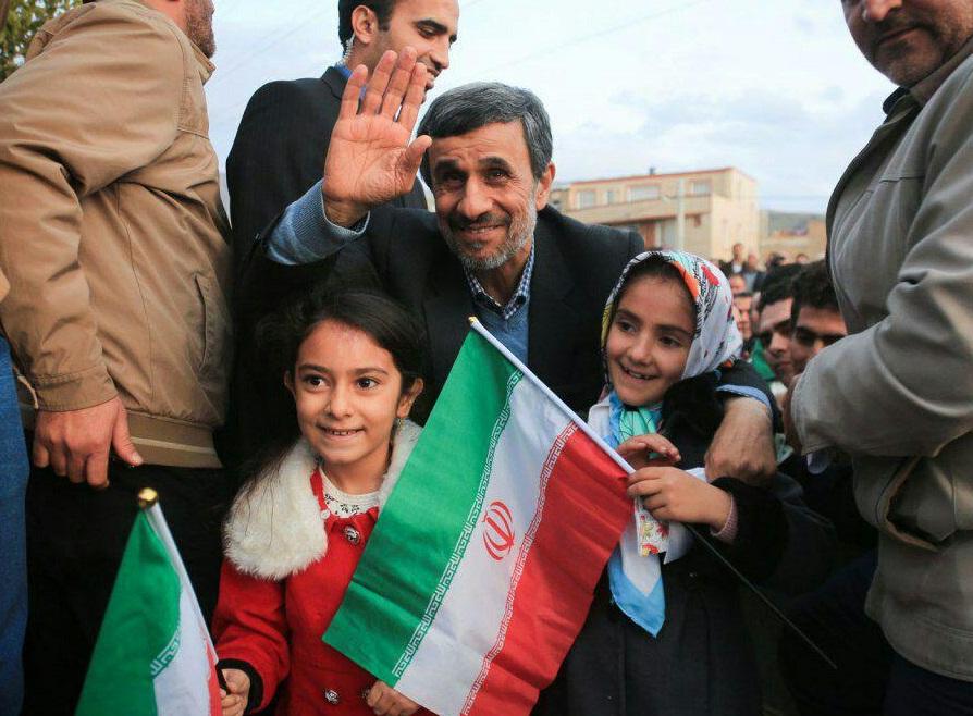 نسخه جدید احمدی نژاد برای دولت: به خاطر گرانی دلار، یارانه را ۲۰ برابر کیند! / چرا احمدی نژاد وقتی در دولت خود او، دلار سه برابر شد، نسخه امروزش را پیاده نکرد؟