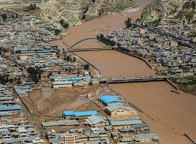 تخلیه ۹۶ روستا در حاشیه سه رودخانه دز، کرخه و کارون / فرمانده ارتش: اگر در مدیریت سدها سستی میشد، معلوم نبود با چه فاجعهای در خوزستان روبرو میشدیم / هلال احمر: برای امدادرسانی سریع در معمولان، نیازمند تامین امنیت هستیم / اقلام امدادی بیشتر از نیاز مردم موجود است
