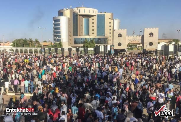عکس/ معترضان سودانی به مقر فرماندهی ارتش رسیدند - 4