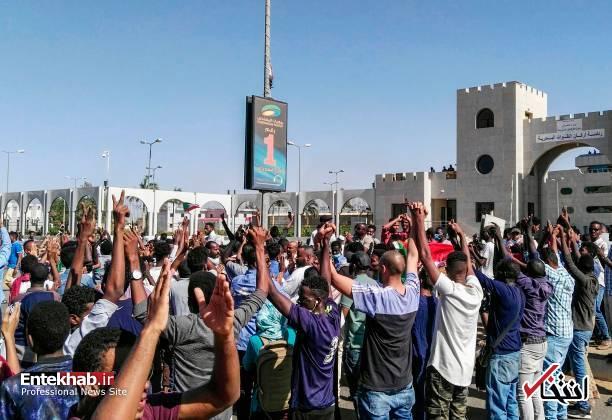 عکس/ معترضان سودانی به مقر فرماندهی ارتش رسیدند - 9
