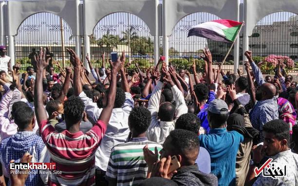 عکس/ معترضان سودانی به مقر فرماندهی ارتش رسیدند - 10