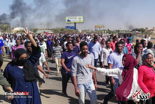 عکس/ معترضان سودانی به مقر فرماندهی ارتش رسیدند - 12