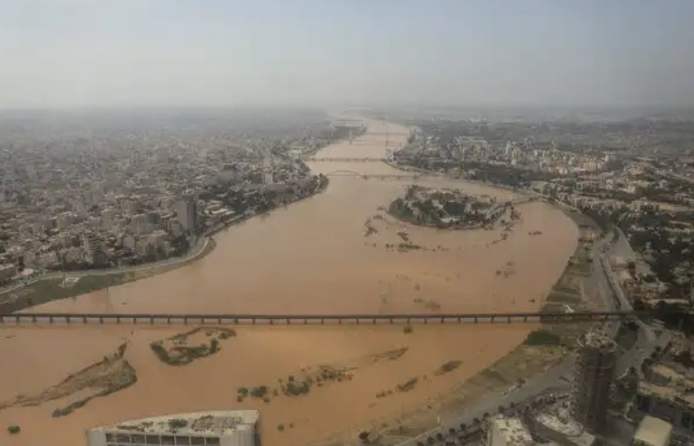 استاندار خوزستان: رودخانههای دز و کرخه به هم پیوستند/جوانان مناطق را ترک نکنند