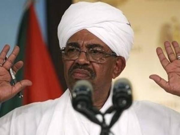 احتمال کودتای نظامی در سودان / استقرار گسترده زرهپوشها در مقابل کاخ البشیر / ارتش: بزودی درباره رئیس جمهور و دولت بیانیه صادر میکنیم / العربیه: عمر البشیر از قدرت کنارهگیری کرد؛ چند مسئول سودانی هم بازداشت شدند
