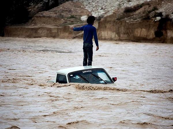 شمار قربانیان سیل به ۷۶ نفر رسید / وزیر نیرو: بارش ها ۱۹ برابر شد / احتمال طغیان رودخانههای شرق کشور / هواشناسی: سیل اخیر ناشی از تغییر اقلیم بود؛ کشور هنوز تحت تاثیر خشکسالی است