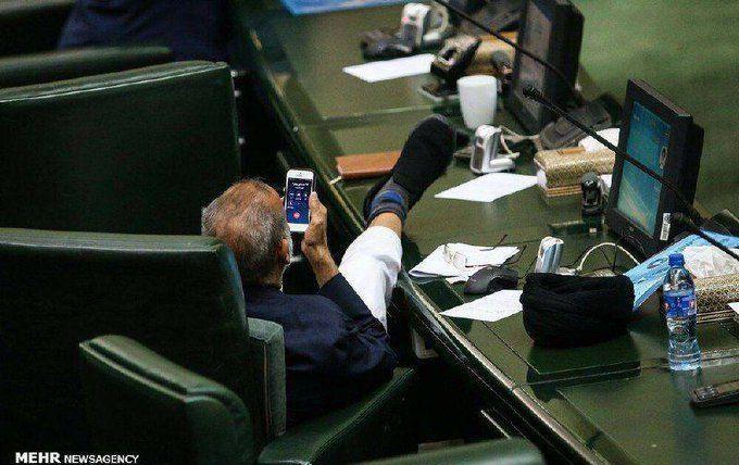 واکنش نماینده میناب به عکس جنجالیاش در مجلس: من نبودم - 0