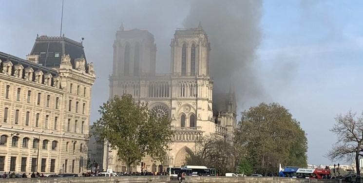 آتشسوزی در کلیسای «نوتردام» پاریس ؛ بخشی از کلیسا فرو ریخت