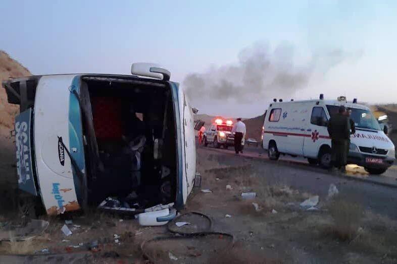 اتوبوس مشهد – بندرعباس در کرمان واژگون شد / ٧ کشته و ۳۱ مصدوم