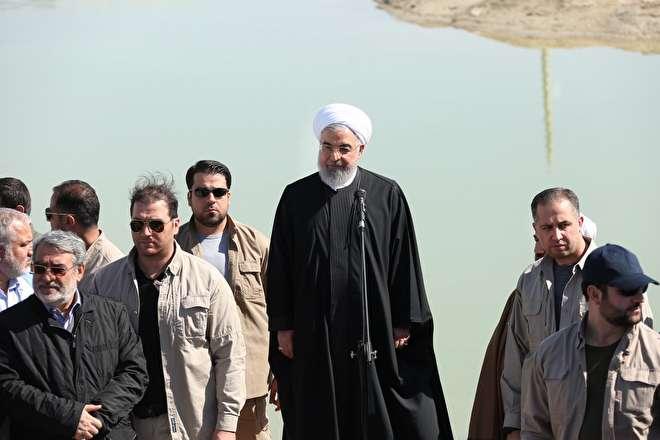 تصاویر : بازدید روحانی از مناطق سیل زده استان سیستان و بلوچستان