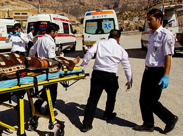 اورژانس: حال ۴ مصدوم حادثه واژگونی اتوبوس در قم وخیم است