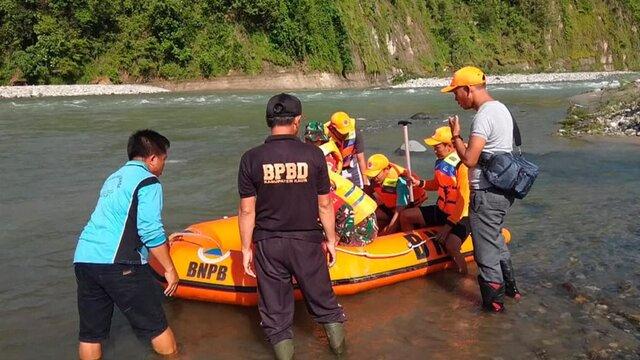 سقوط مرگبار پل عابر پیاده در اندونزی