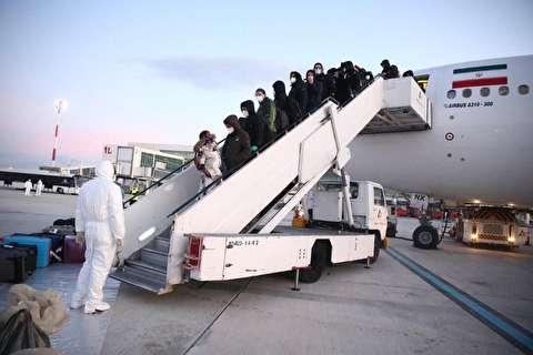 وزارت بهداشت: اولین تست کرونا فردا از دانشجویان ایرانی بازگشته از چین گرفته میشود
