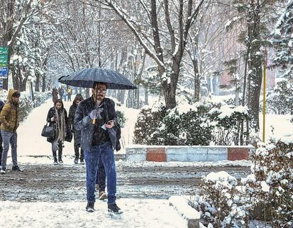 هواشناسی: دوباه برف و باران در راه است / ورود سیستم بارشی تازه به کشور از فردا / برف چهارشنبه به تهران می رسد
