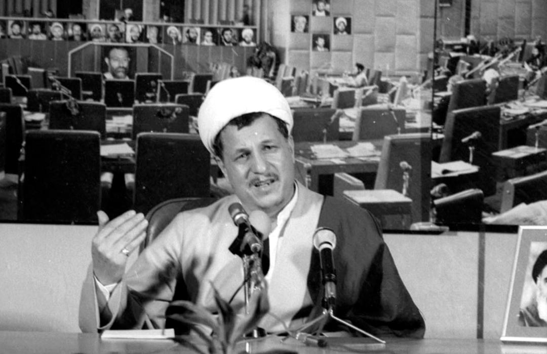 خاطرات آیتالله هاشمی؛ ۴ بهمن ۱۳۷۱ تا ۱۳۷۵: کروبی تلفنی گفت، تصمیم گرفتهاند خاتمی را نامزد انتخابات ریاستجمهوری کنند؛ از من خواست که کمک کنم