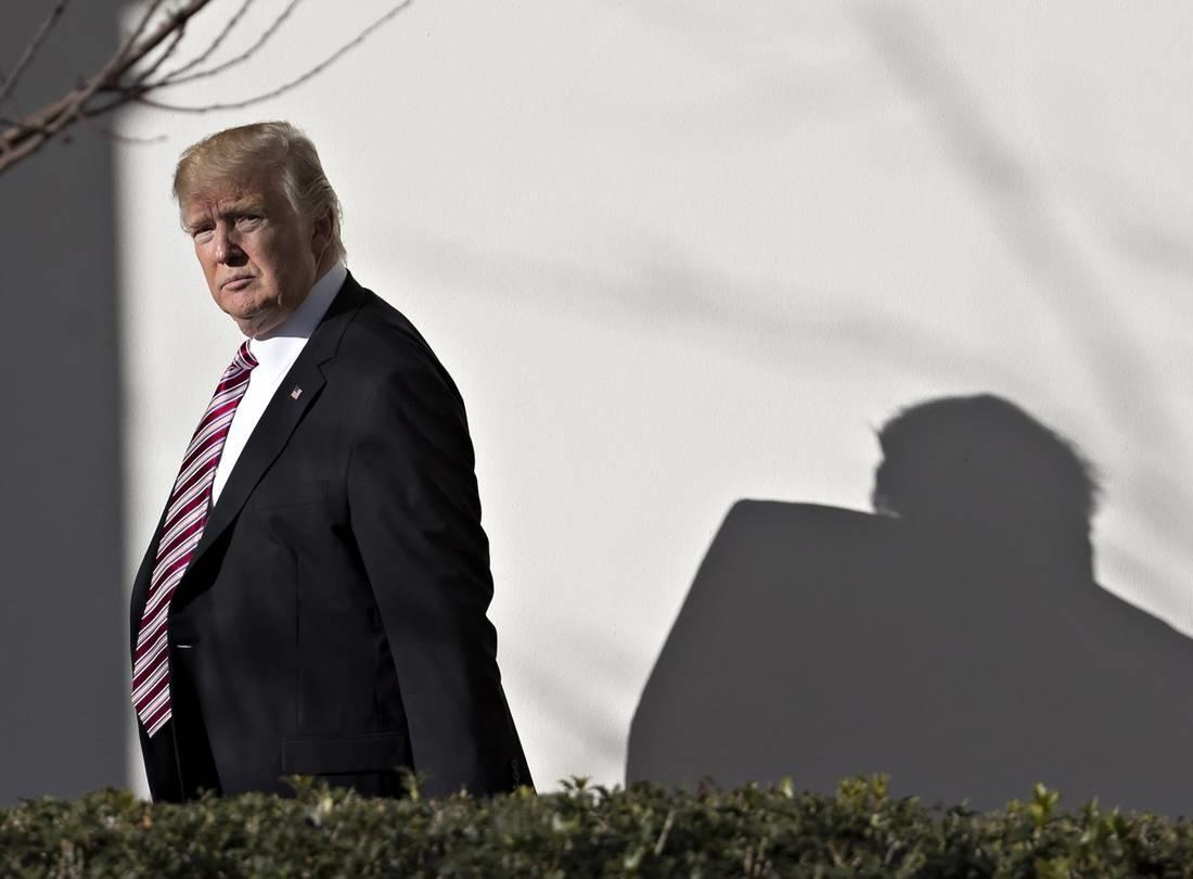 ترامپ چه بداند چه نداند، نشانه ها از حرکت دولت او به سمت جنگ حکایت دارد / سیاست ترامپ در برخورد با ایران دارد خطرناک میشود /  کنترل اوضاع ممکن است خیلی از زود از دست همه خارج شود /  ترامپ باید هرچه زودتر کانالهای ارتباطی در سطوح بالا با تهران برقرار کند